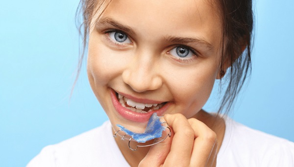 Lý do niềng răng cho trẻ em bằng hàm tháo lắp sớm