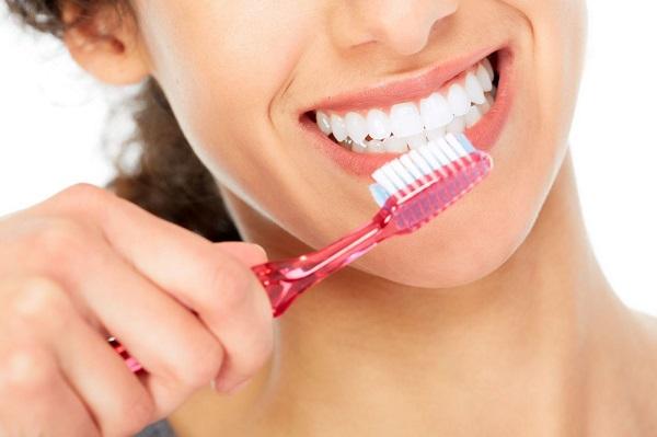 Làm gì để lớp cao răng không bám trong răng miệng?