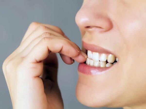 Men răng có đặc tính cứng chắc nhưng nếu không biết cách chăm sóc chúng sẽ bị mòn dần theo thời gian