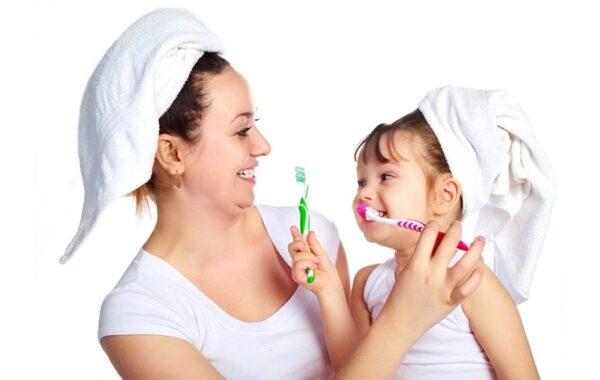 Việc xây dựng thói quen vệ sinh răng miệng từ khi còn bé cho trẻ em là vô cùng quan trọng